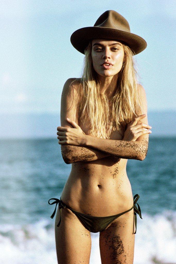 Joanna Halpin Topless (10 Photos)