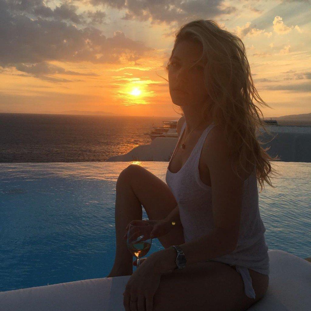 Katheryn Winnick Sexy & Topless (8 Photos)