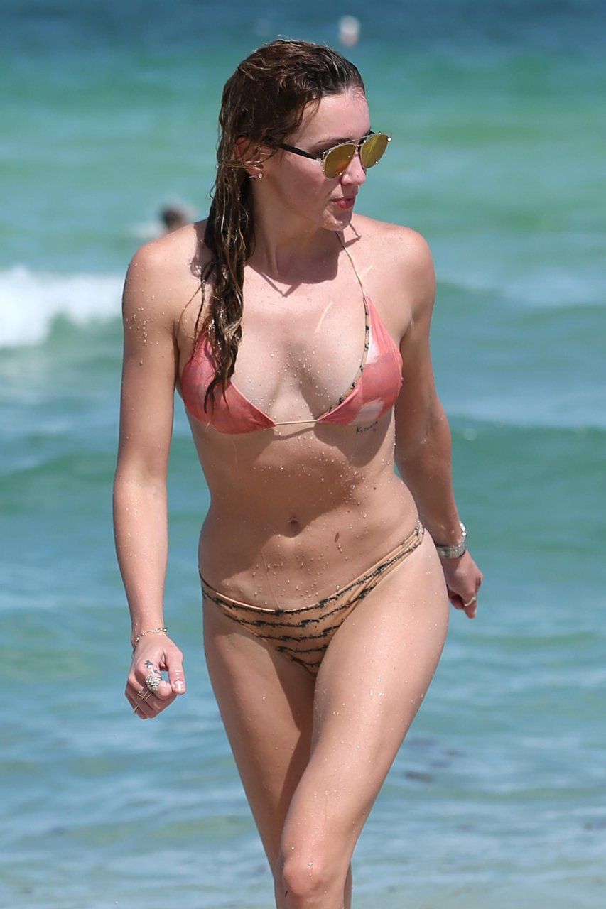 Katie cassidy sexy 27 Photos