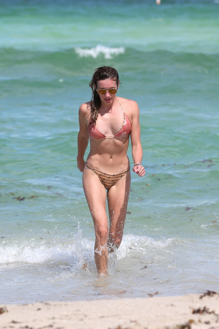 Linda cardellini nude naked topless
