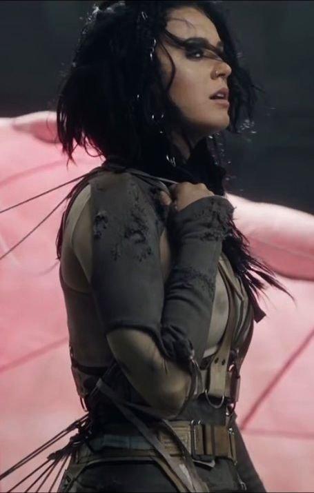 Katy Perry Areola Peek (3 Photos + Gif)