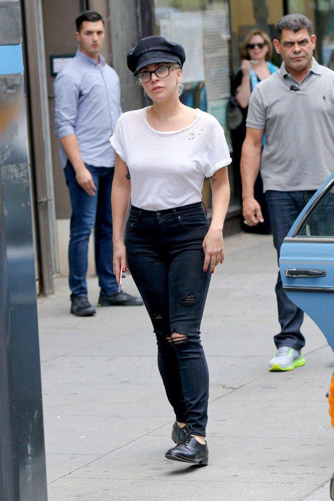 Lady Gaga Braless (14 Photos)
