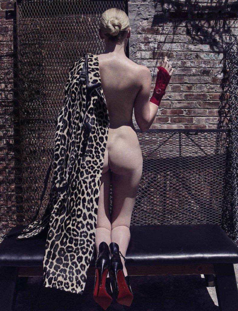 Lara Stone Nude & Sexy 2