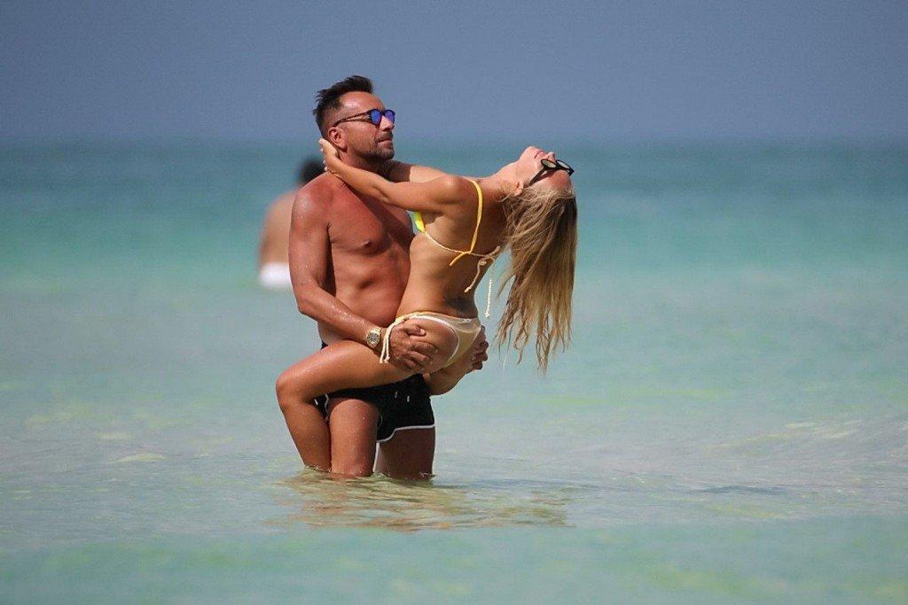 Laura Cremaschi Sexy & Topless 7