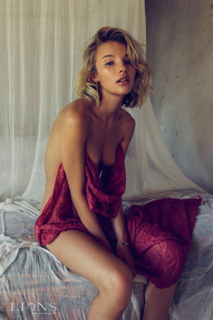 Rachel Yampolsky Nude & Sexy8