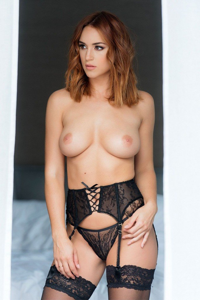 Rosie Jones Sexy and Topless (4 Photos – Page3)
