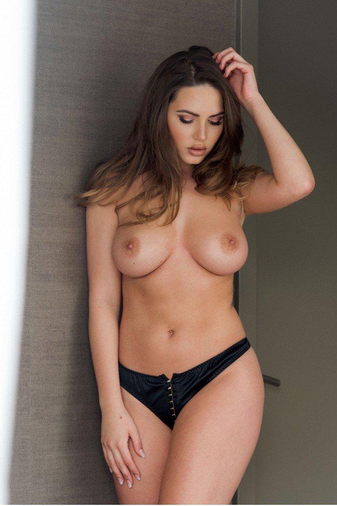 Sabine Jemeljanova Topless Sexy 1