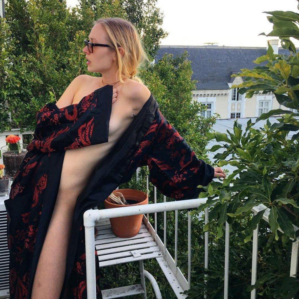 Tallulah Willis Sexy & Topless (5 Photos)
