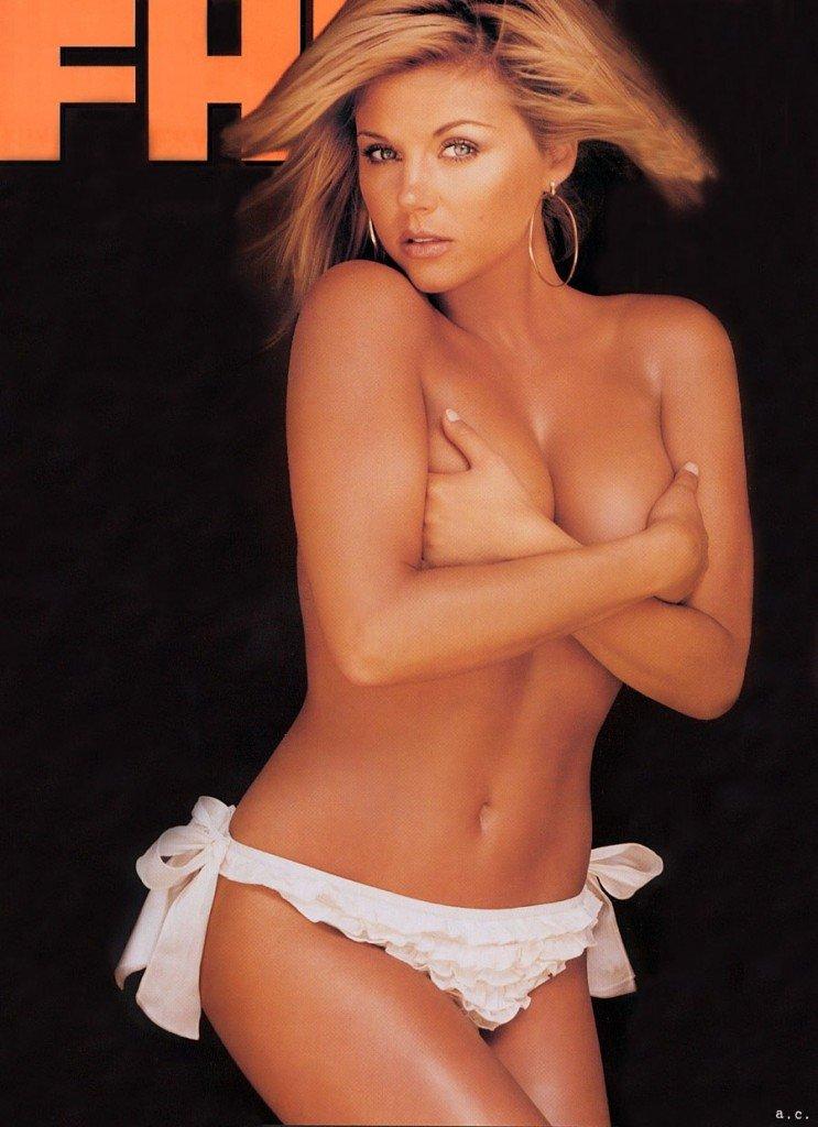 Tiffani-Amber Thiessen Topless Sexy 1