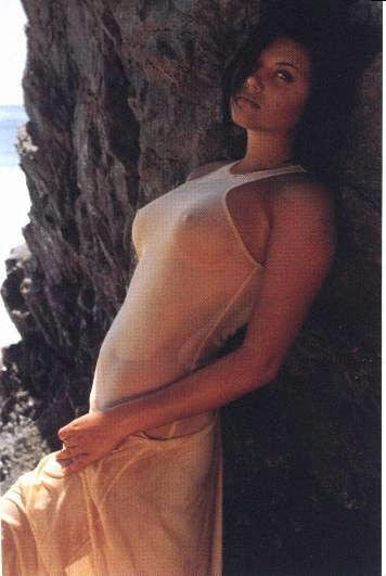 Tiffani-Amber Thiessen Topless Sexy 10