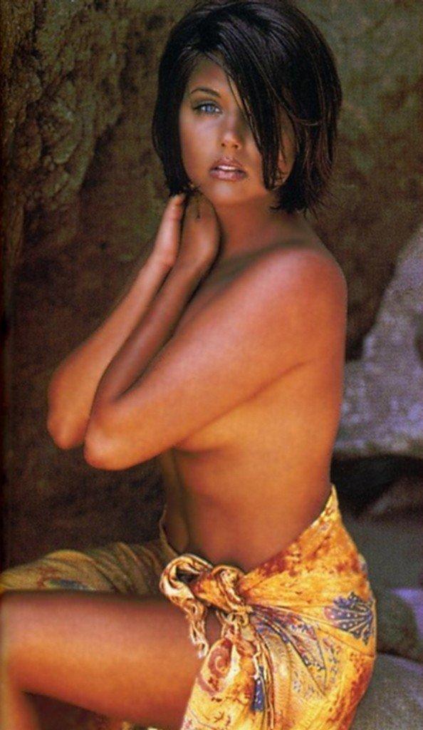 Tiffani-Amber Thiessen Topless Sexy 15