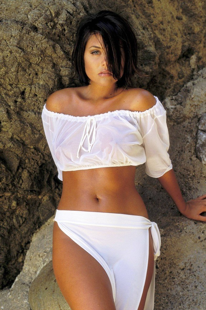 Tiffani-Amber Thiessen Topless Sexy 18