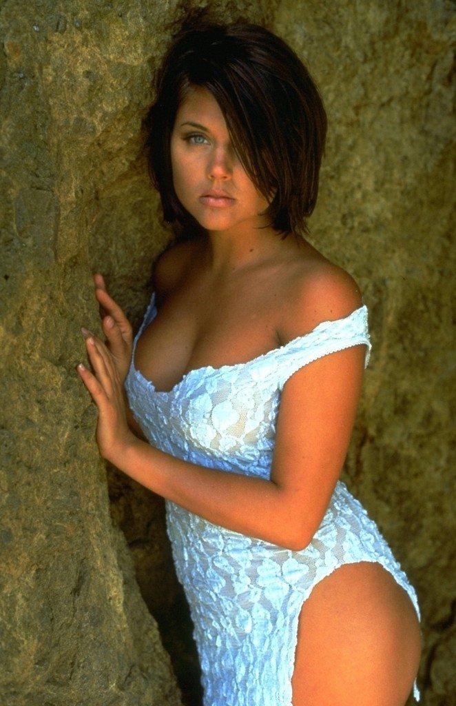 Tiffani-Amber Thiessen Topless Sexy 20