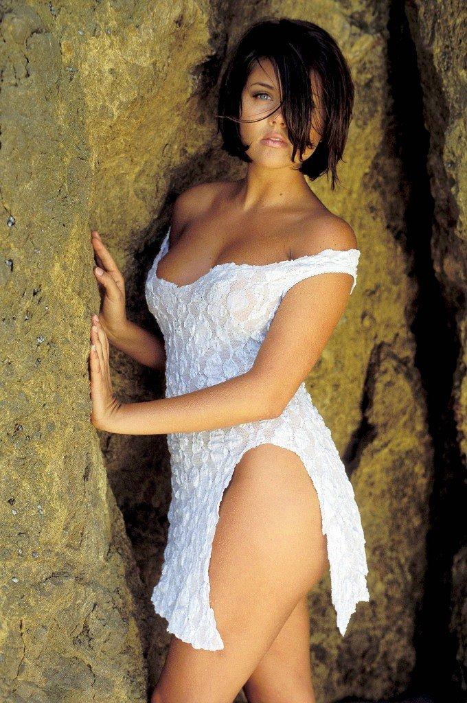 Tiffani-Amber Thiessen Topless Sexy 21