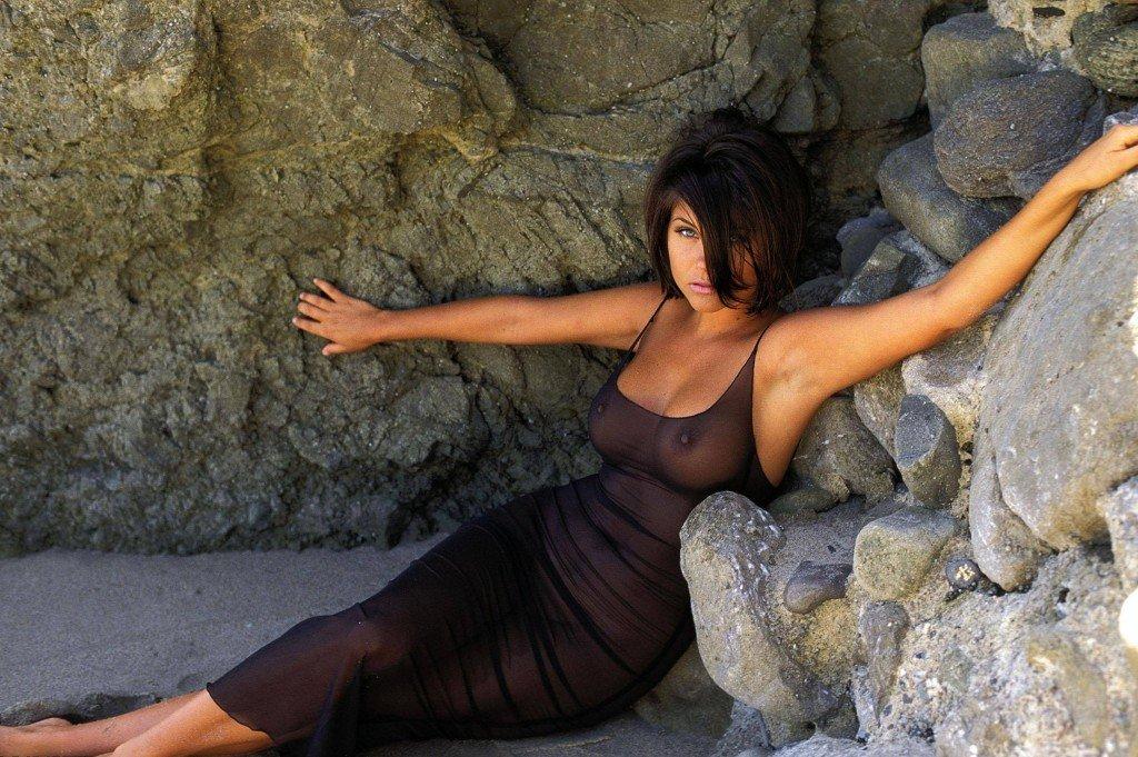 Tiffani-Amber Thiessen Topless Sexy 26