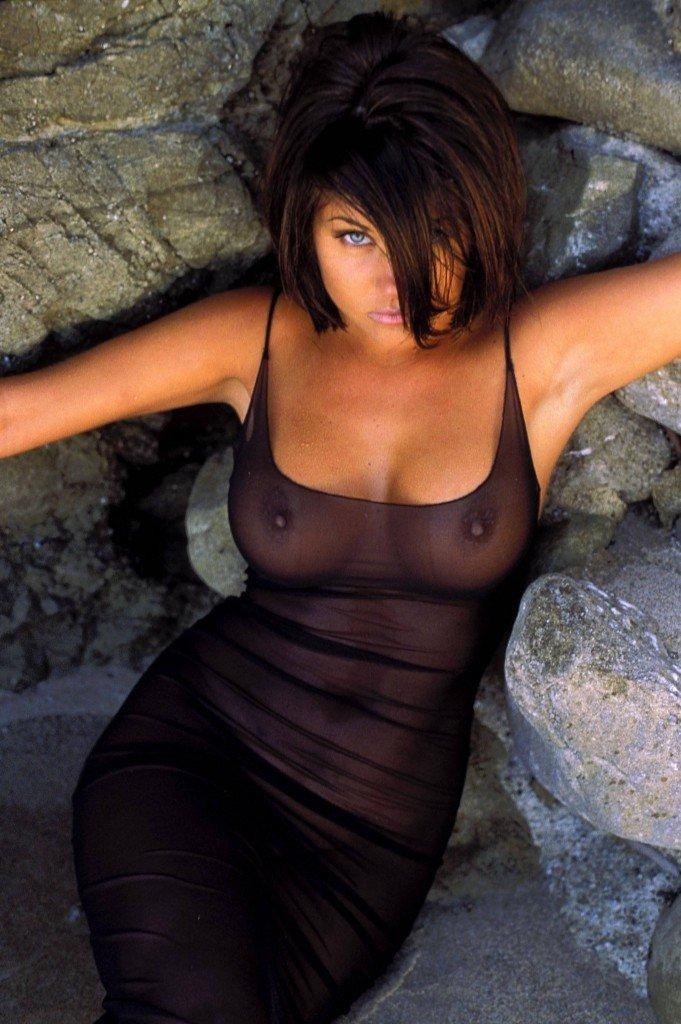 Tiffani-Amber Thiessen Topless Sexy 28