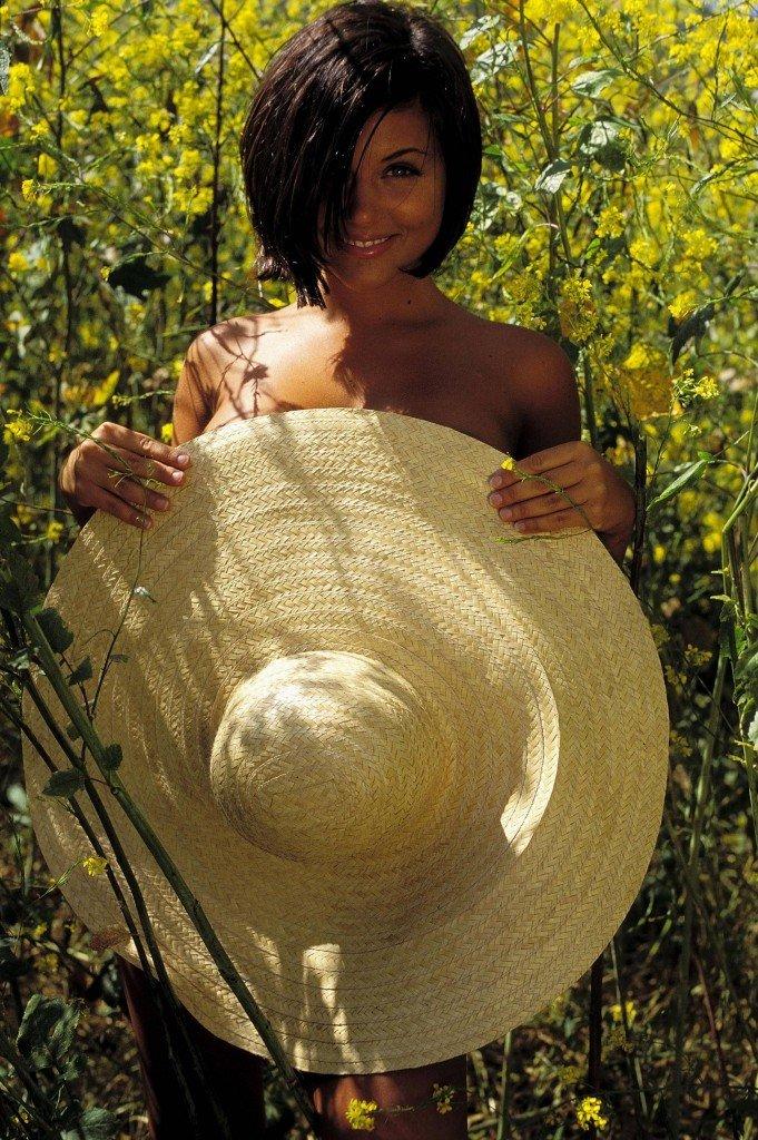 Tiffani-Amber Thiessen Topless Sexy 6