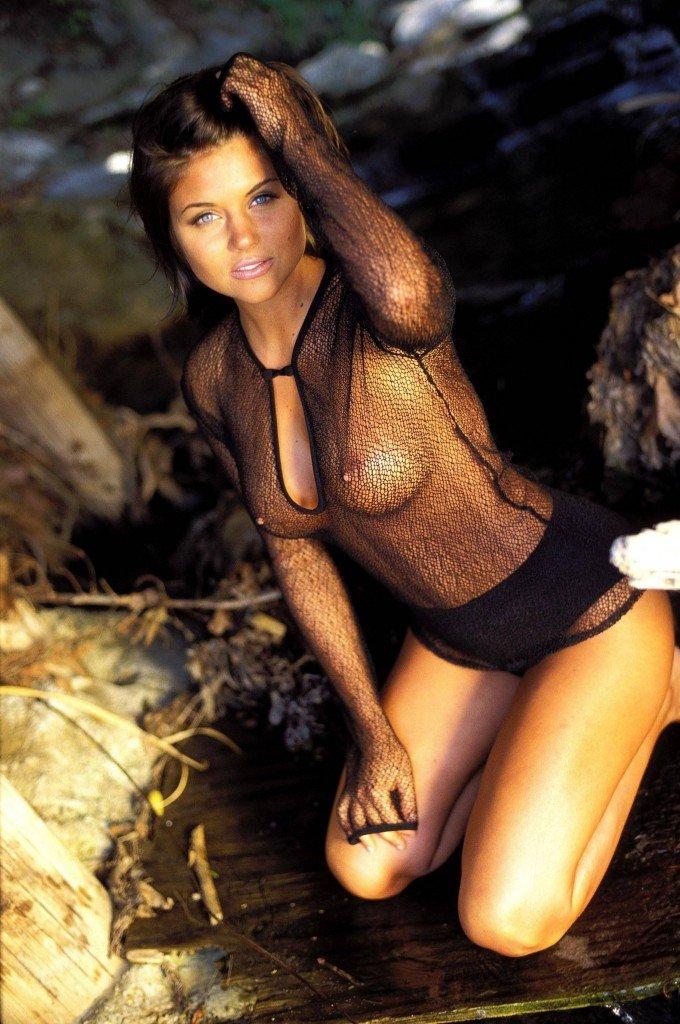Tiffani-Amber Thiessen Topless Sexy 7