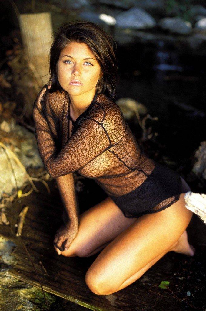Tiffani-Amber Thiessen Topless Sexy 8