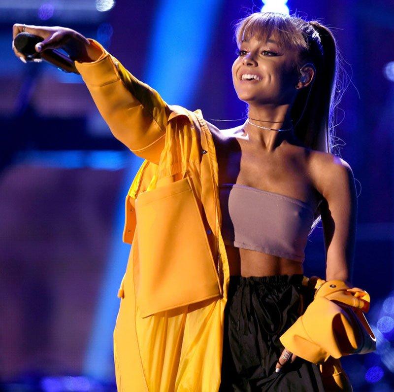 Ariana Grande Pokies (3 Photos)