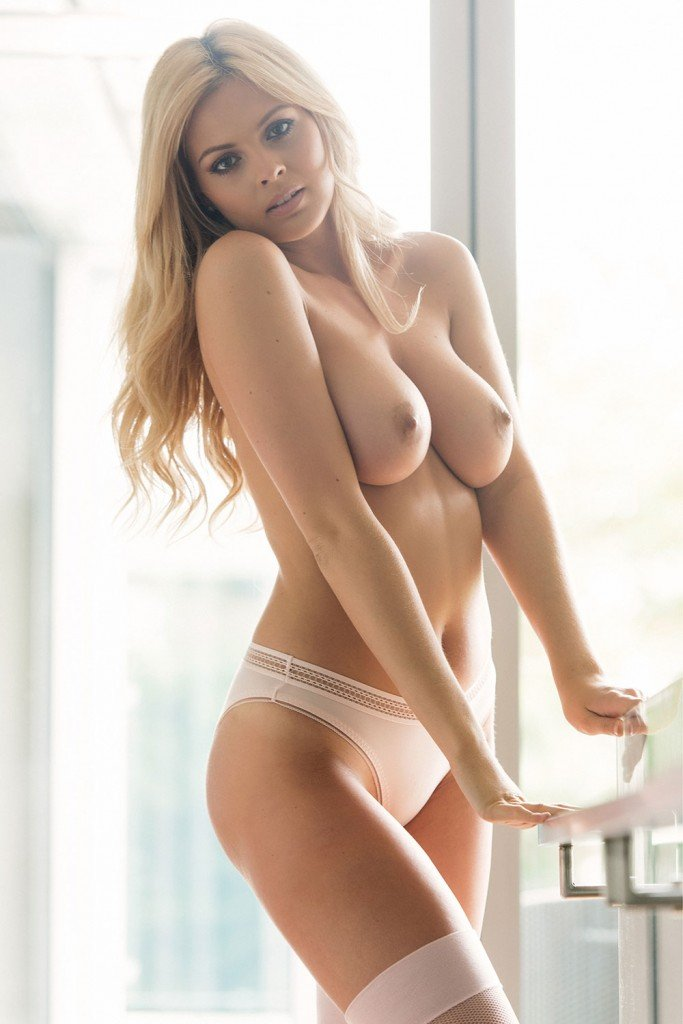 Danielle Sellers Sexy and Topless (Page 3 – 4 Photos)