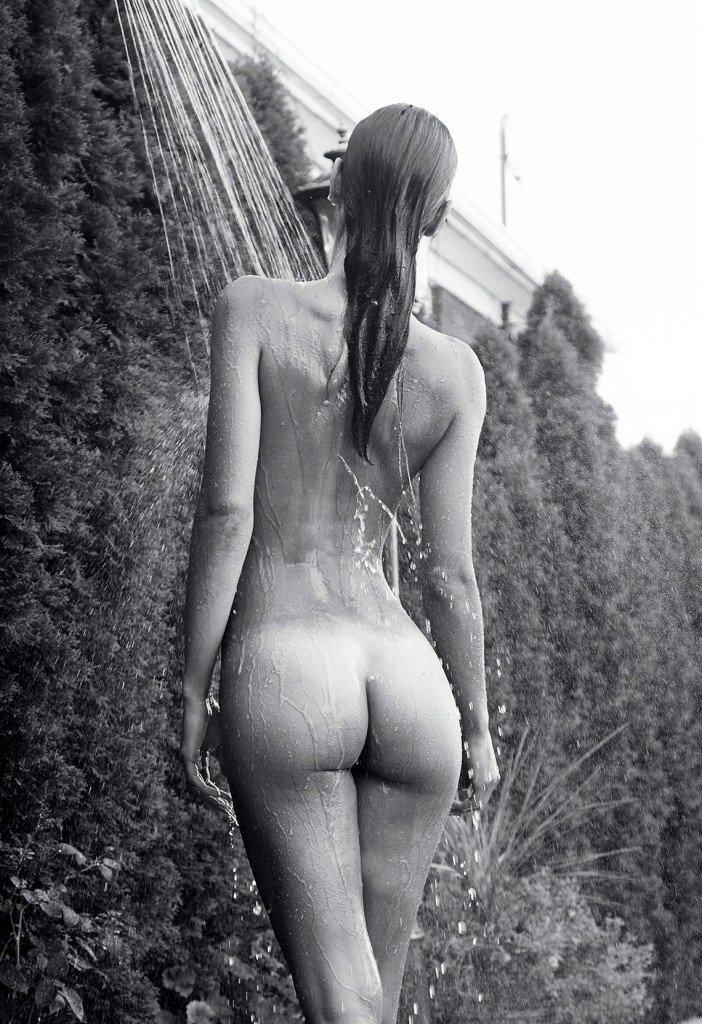 Elisa Meliani Nude & Sexy 10