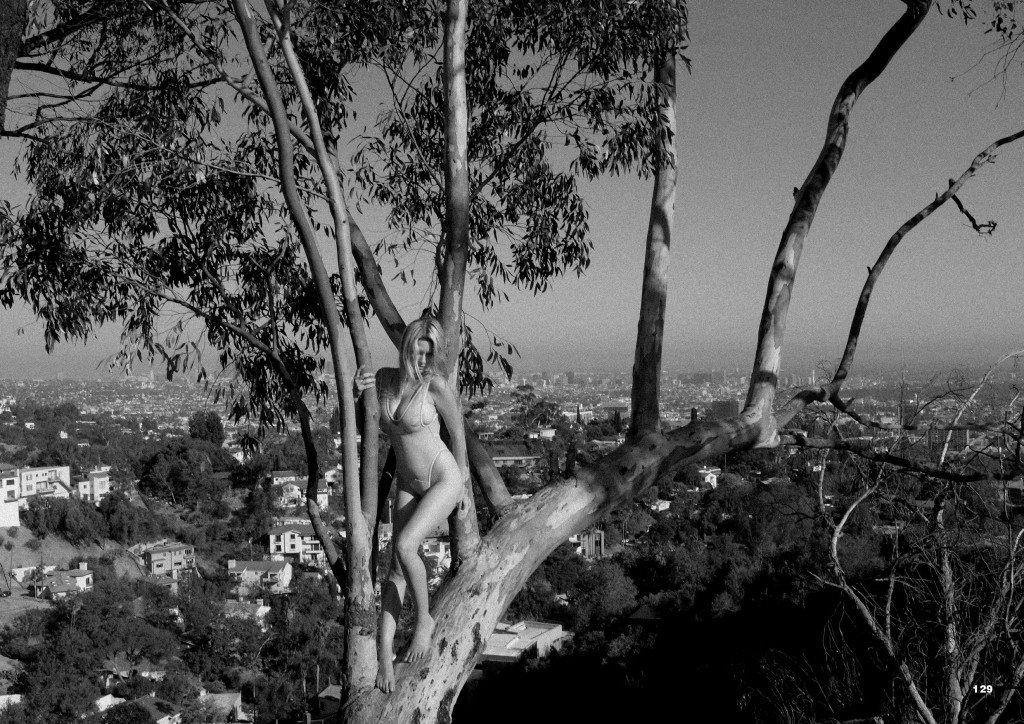 Elle Brittain Sexy & Topless (23 Photos)