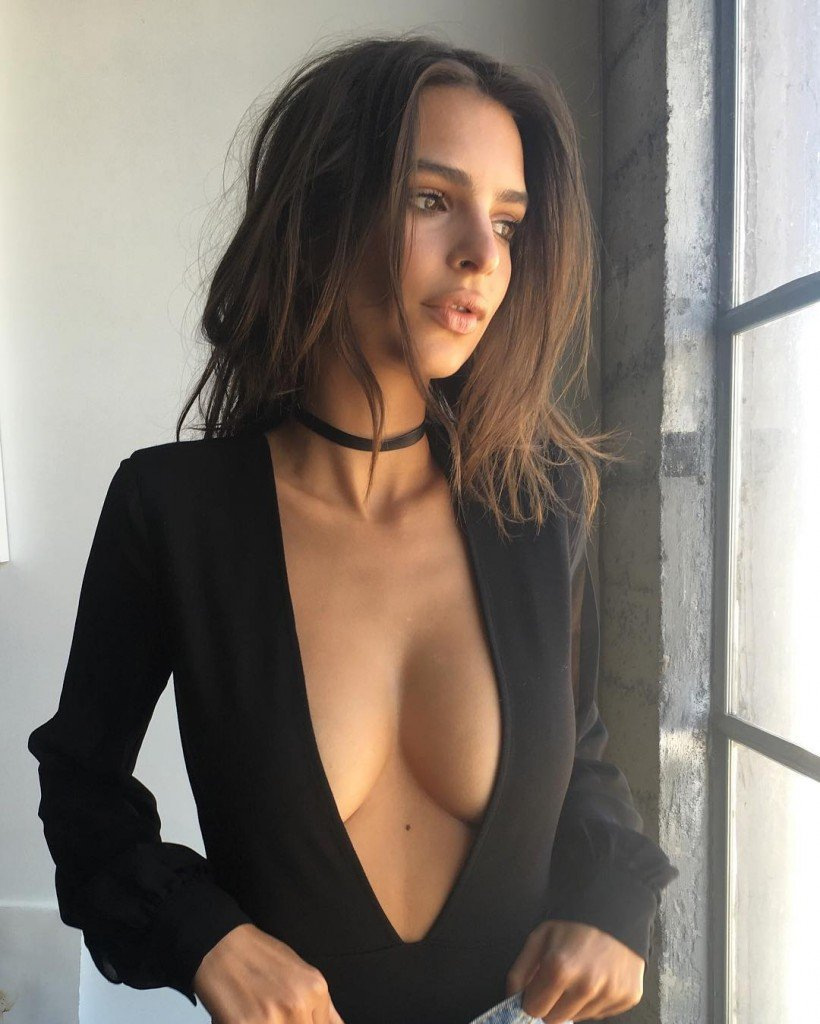 Emily Ratajkowski Cleavage thefappening.so 2