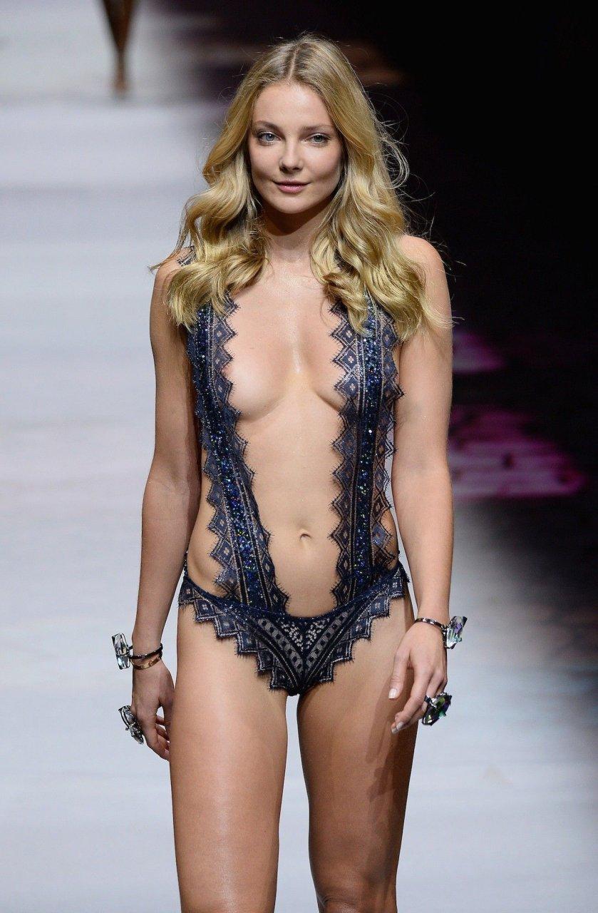 nude chinese escort girl
