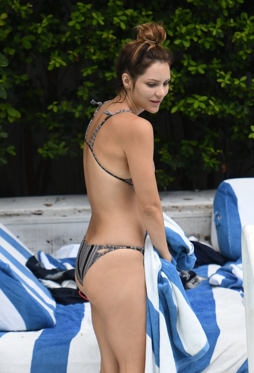 Halle berry naked pussy