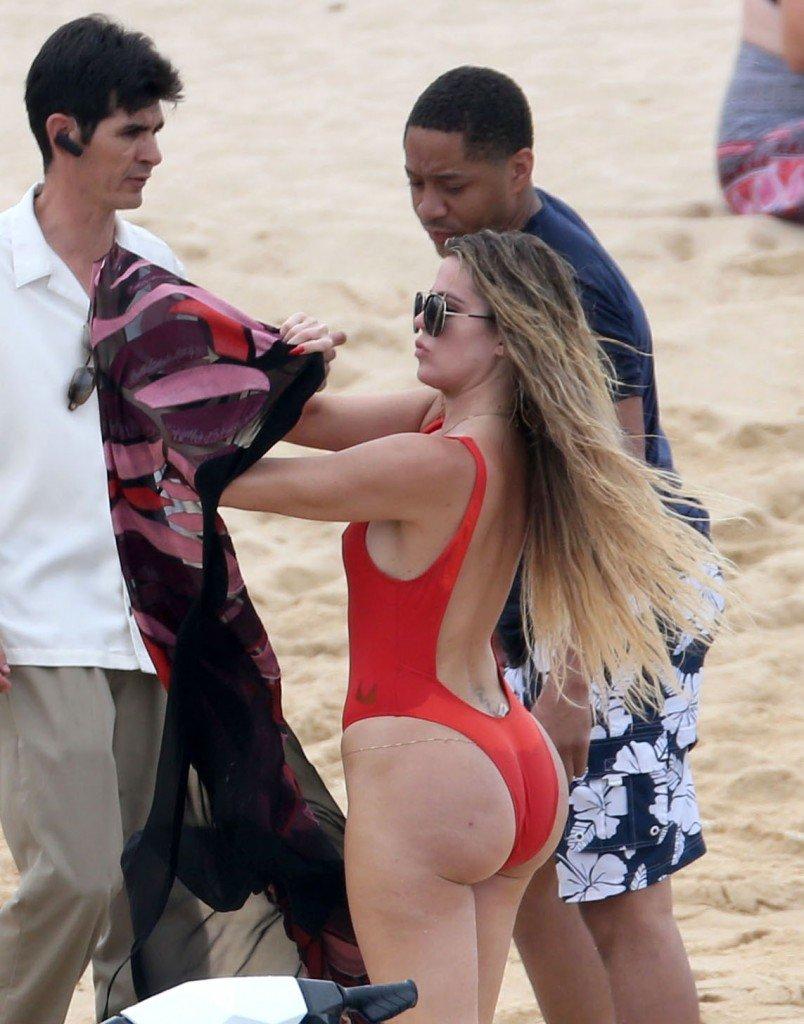 Khloé Kardashian Ass (20 Photos)