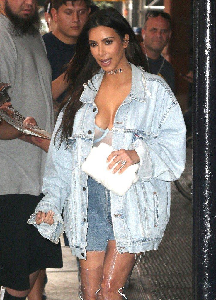 Kim Kardashian Sexy (22 Photos)