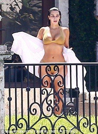 Kim Kardashian Sexy (19 Photos)