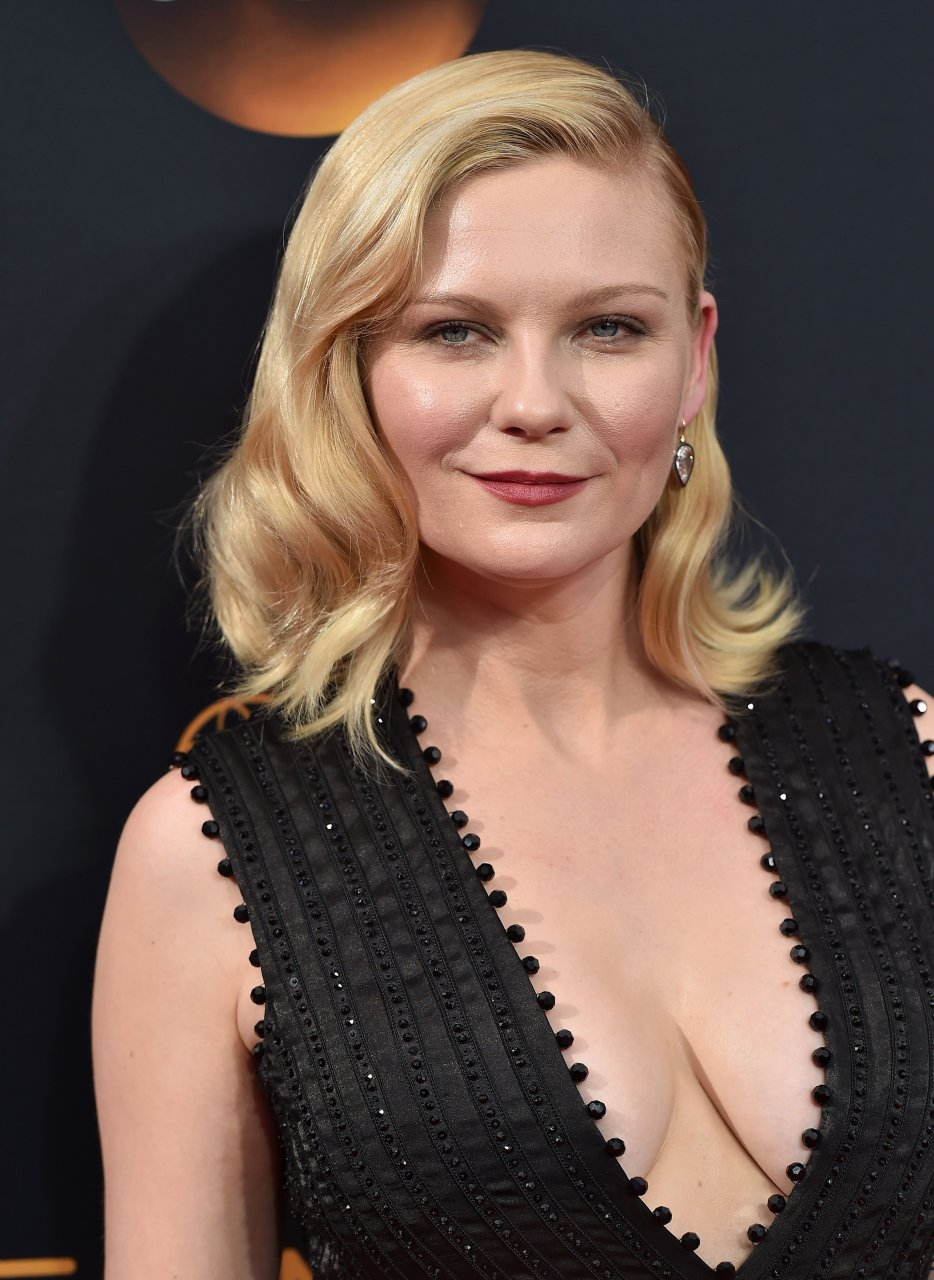 Kirsten Dunst Cleavage (158 Photos) | #TheFappening