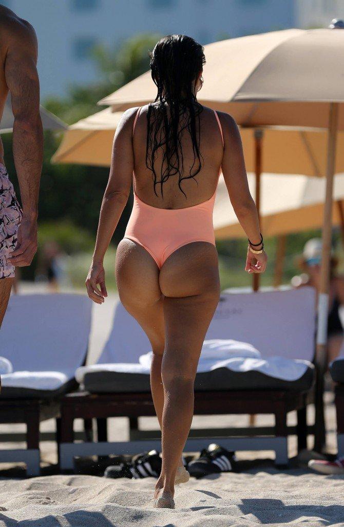 Kourtney Kardashian Sexy (47 Photos)