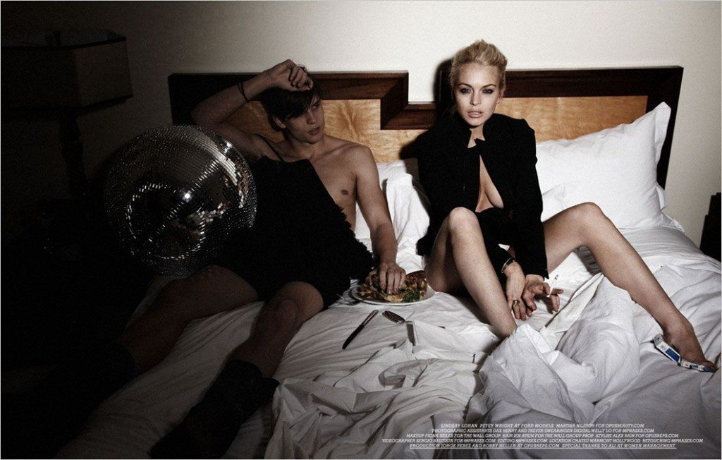 Lindsay Lohan Topless & Sexy (16 Photos + Video)