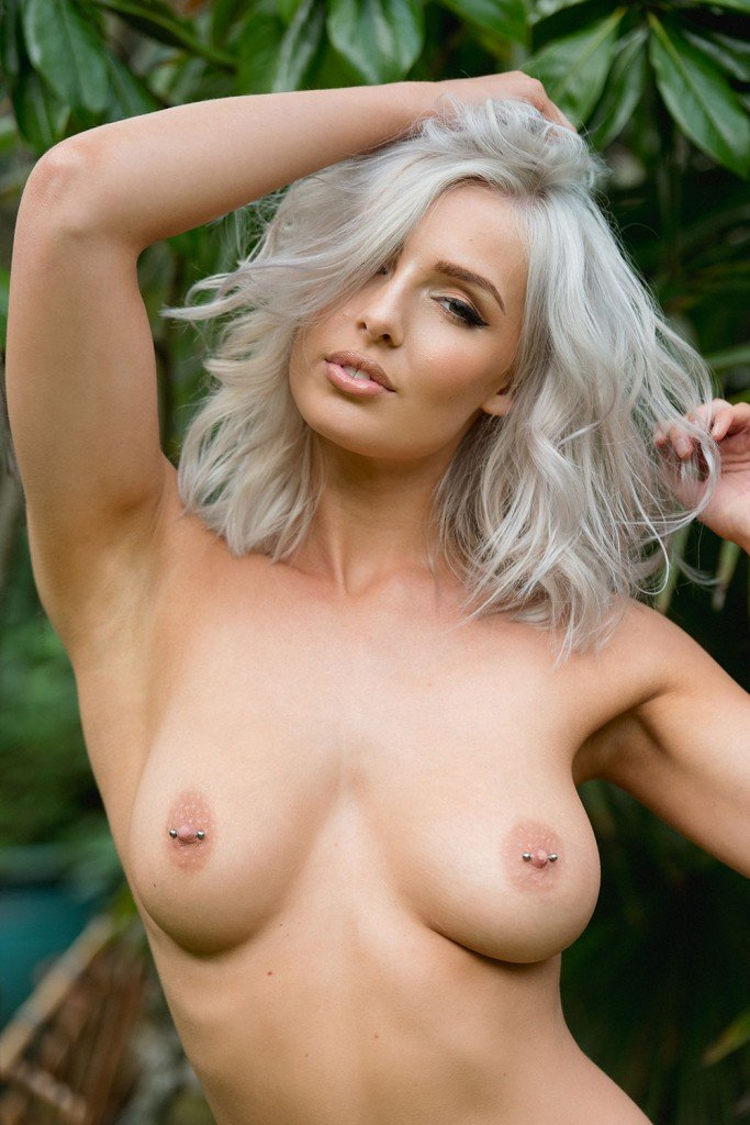 Lissy Cunningham Sexy and Topless Pic 3