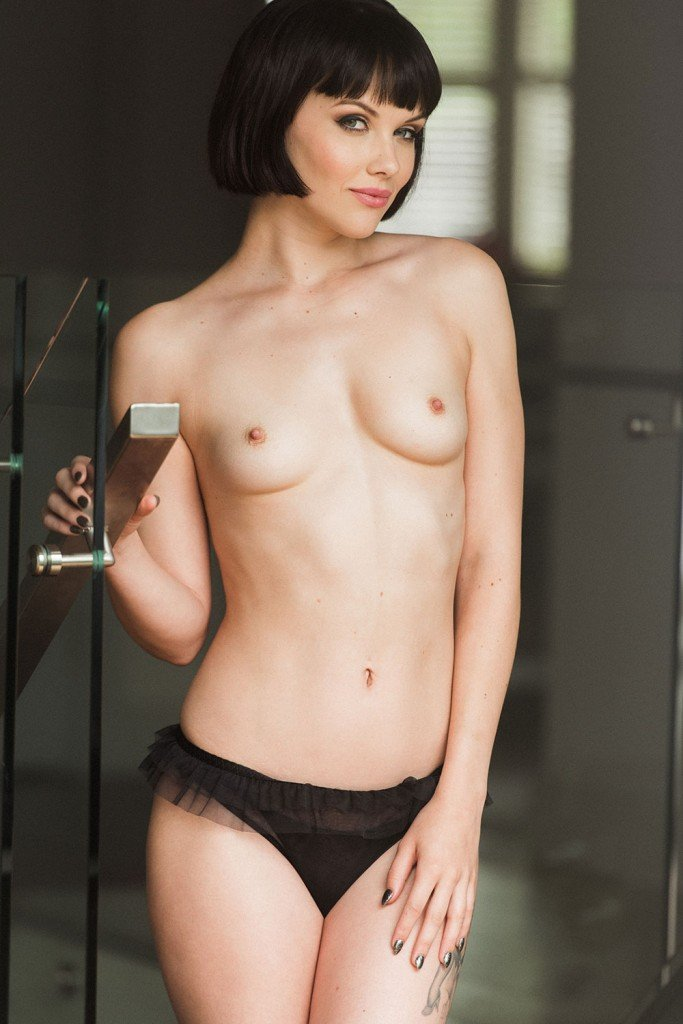 Mellisa Clarke Topless and Sexy 1