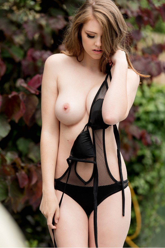 Rosie Danvers Sexy and Topless (Page 3 – 4 Photos)