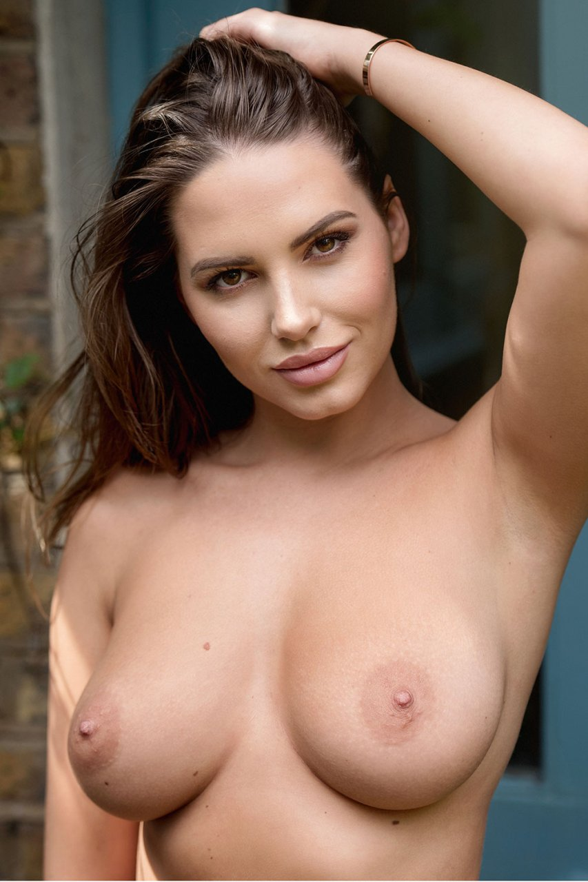 famous girls naked boobs