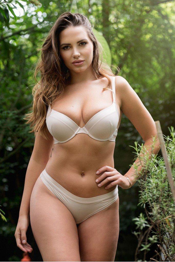 Sabine Jemeljanova Sexy and Topless (Page3 – 4 Photos)