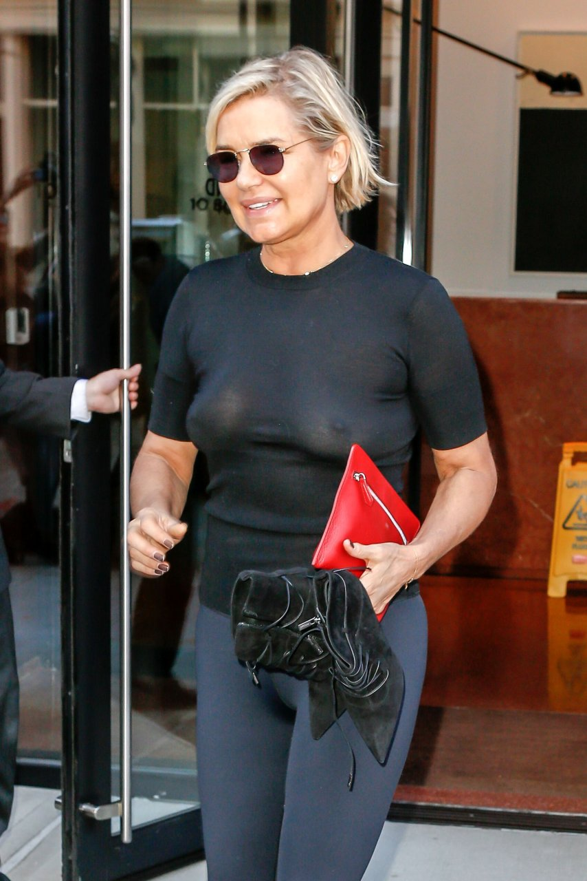 Yolanda hadid see through 30 photos thefappening for Nipple piercing through shirt