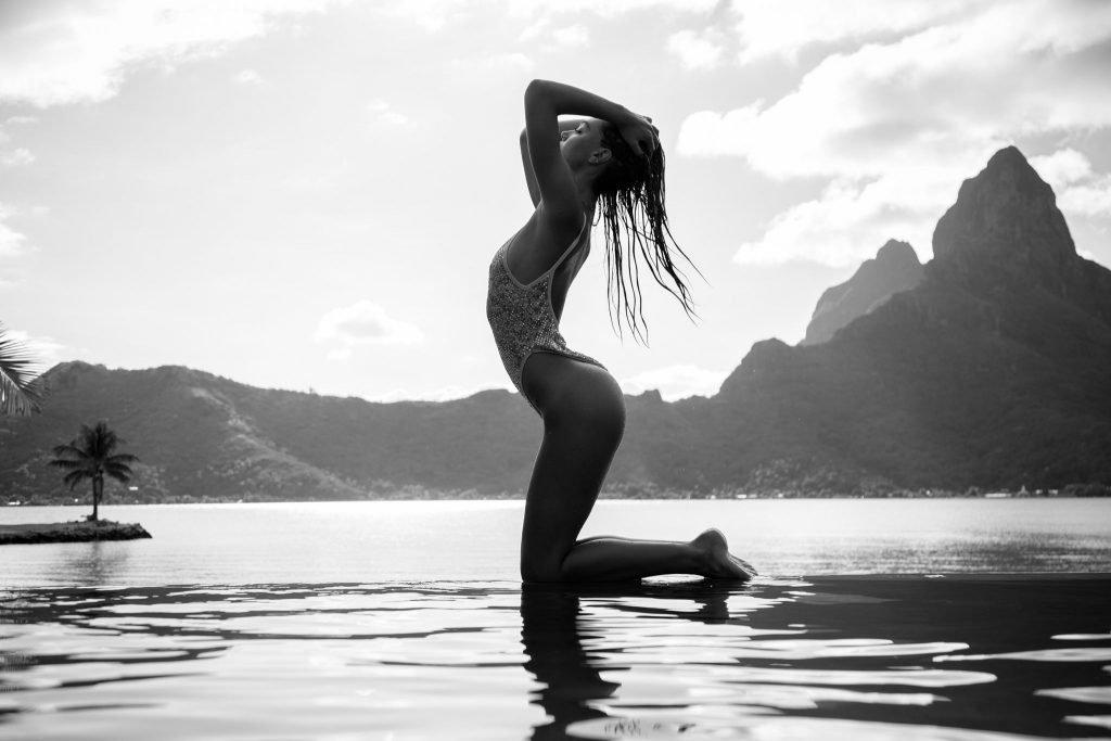 Alexis Ren Nude & Sexy (11 Photos)