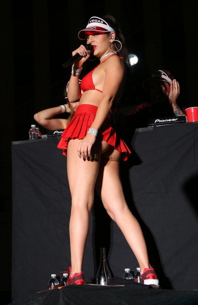 Charli-XCX-Sexy-43-666x1024.jpg