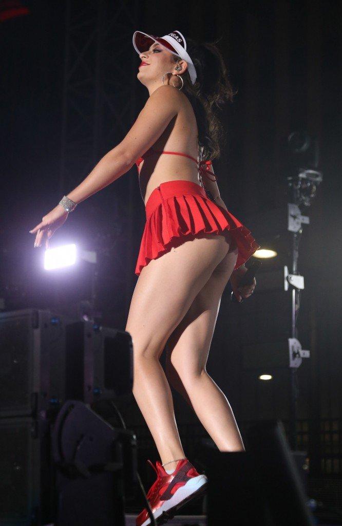 Charli-XCX-Sexy-6-666x1024.jpg