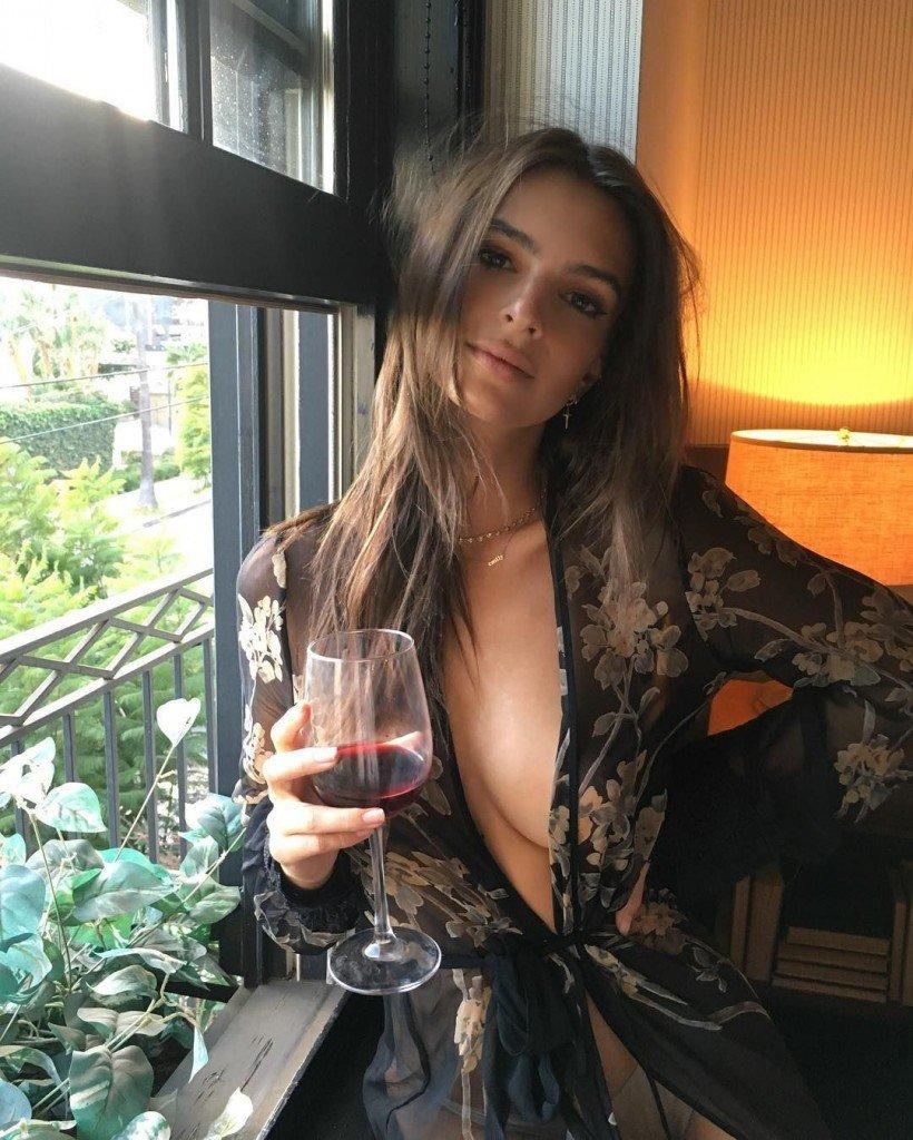 Emily Ratajkowski Sexy 1