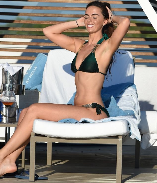 Jennifer Metcalfe Sexy New Pics 12