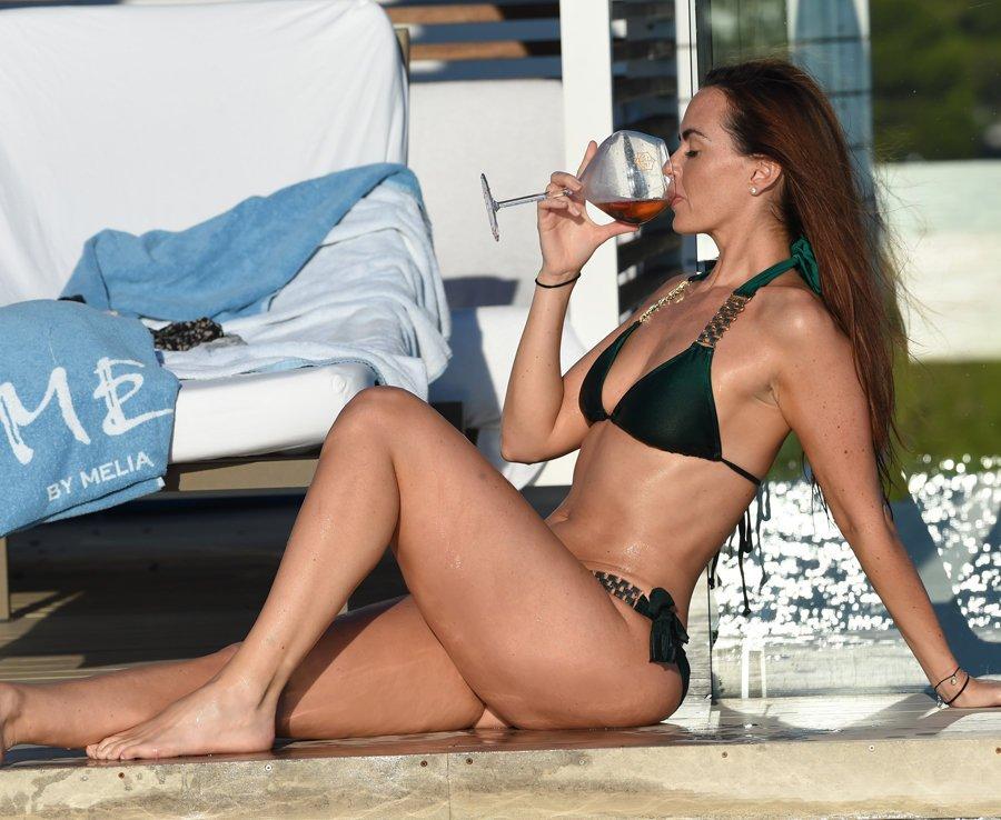 Jennifer Metcalfe Sexy New Pics 7