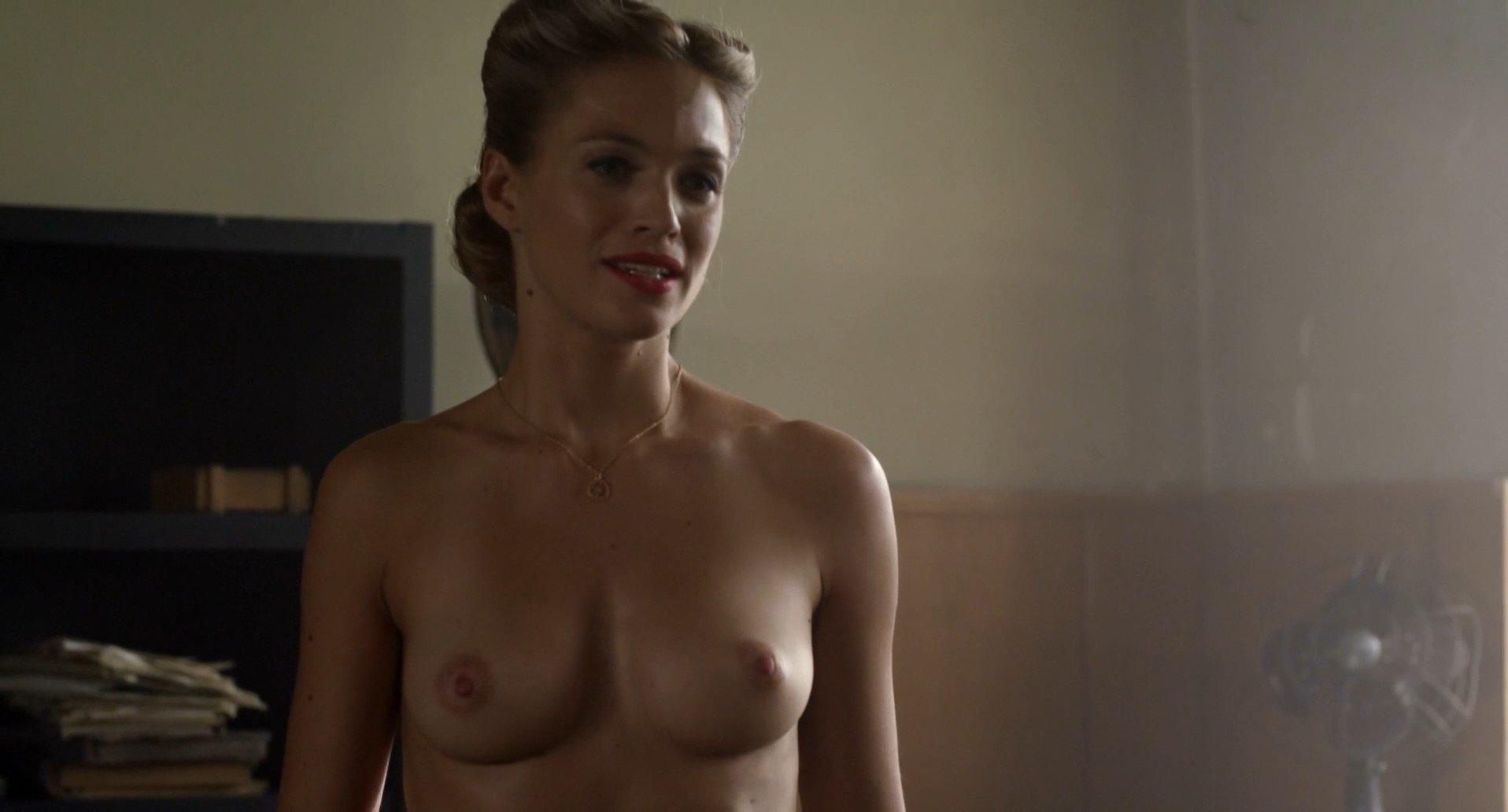 Kim Engelbrecht  nackt