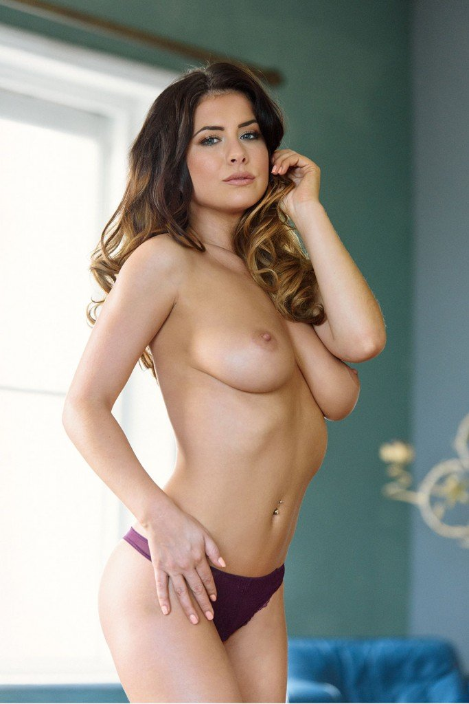 Kelly Hall Sexy and Topless Pics 5